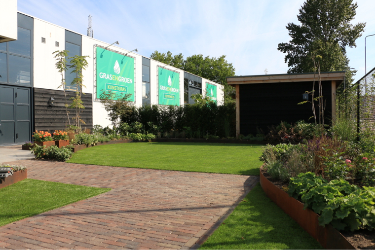 Sfeervolle showtuin • Gras en Groen Kunstgras