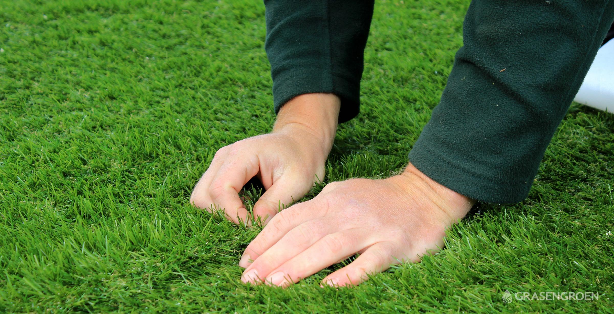 Kunstgrasleggenverlijmenslider4 • Gras en Groen Kunstgras